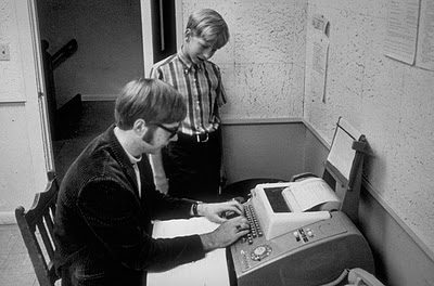 bill gates before microsoft In the 1970s, before microsoft was a thing, gates and allen got their start developing microcomputer, or microprocessor, software and it was actually allen that originally came up with the name.