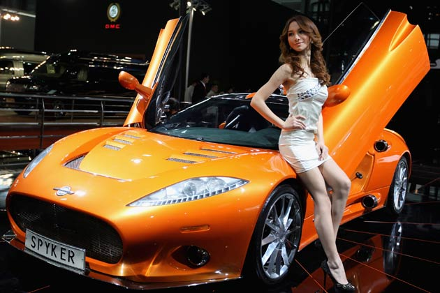 Girl-with-car
