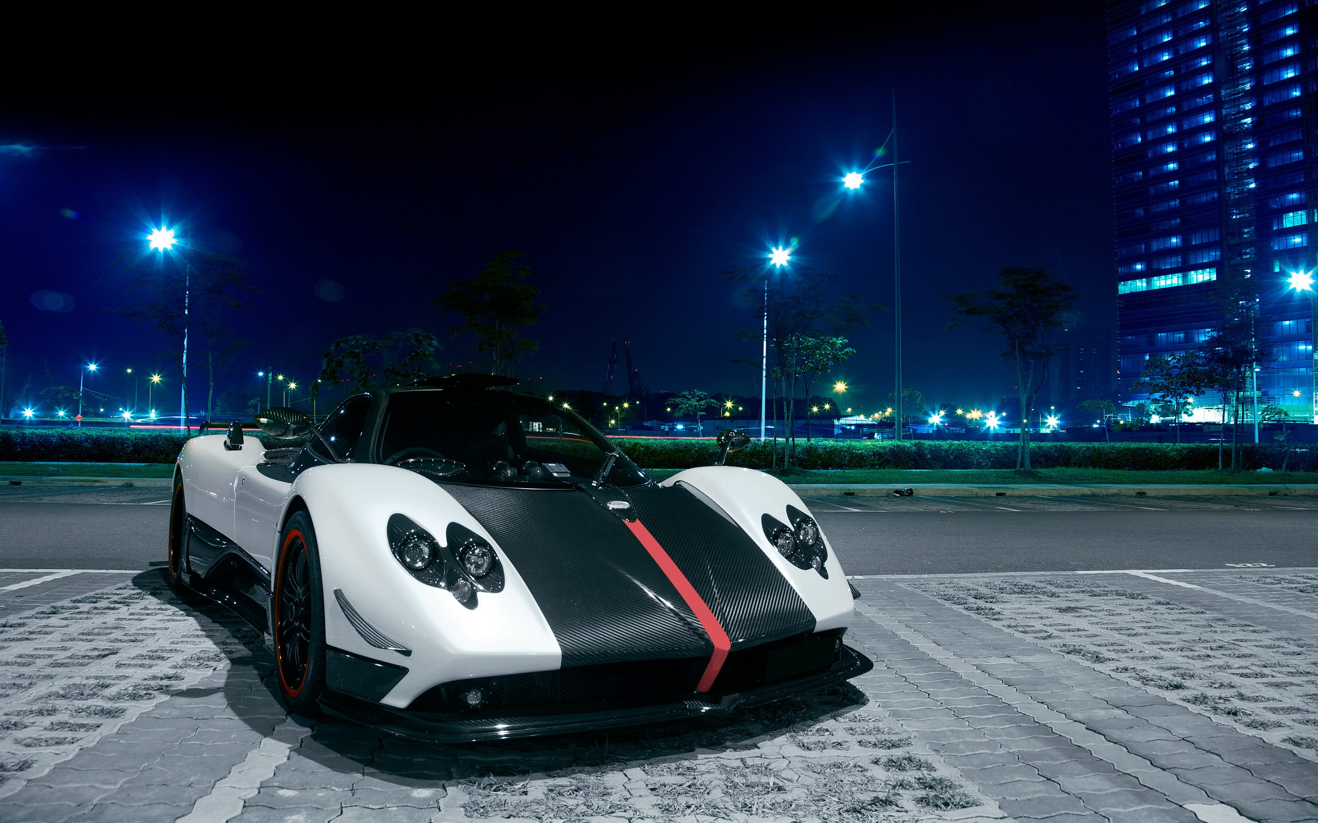 Pagani-Zonda-Sexy-Sports-Car-Wallpaper